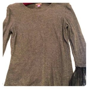 VINCE CAMUTO long sleeve top S❤️